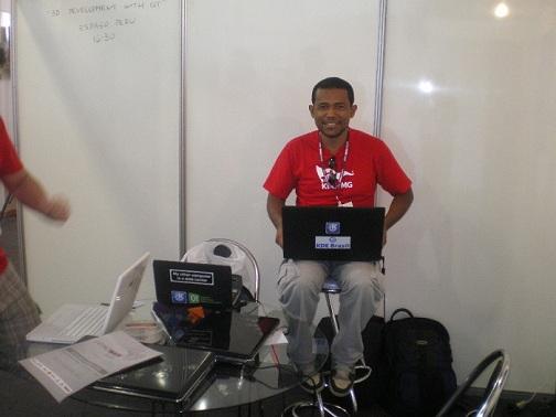Latinoware 2010 - Lamarque en pleno KDE hacking